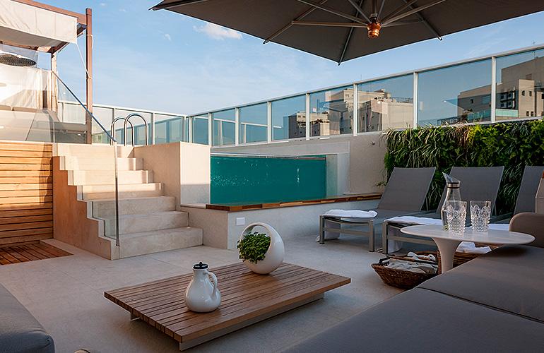 Arq.-Mari-Ani-Oglouyan---Piso,-escada-e-borda-de-piscina---Material-Crema-Marfil